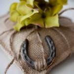 almofada ferradura - mini casamento
